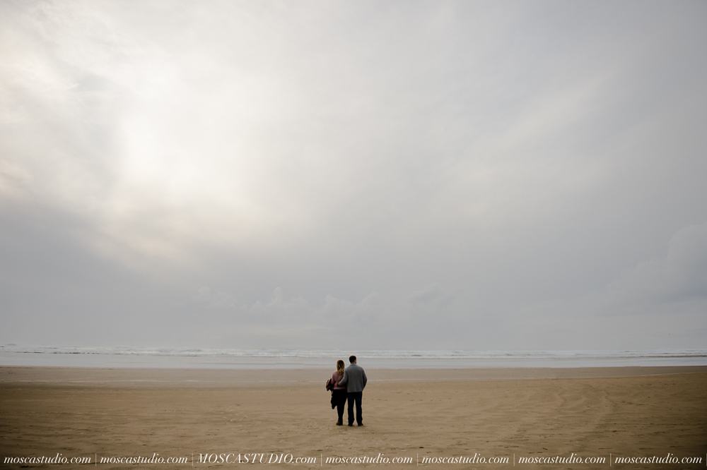 00294-MoscaStudio-Oregon-Coast-Engagement-Session-20160625-SOCIALMEDIA.jpg