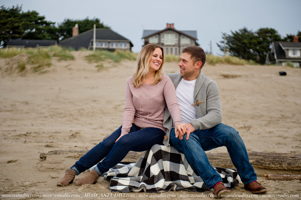 00306-MoscaStudio-Oregon-Coast-Engagement-Session-20160625-SOCIALMEDIA.jpg