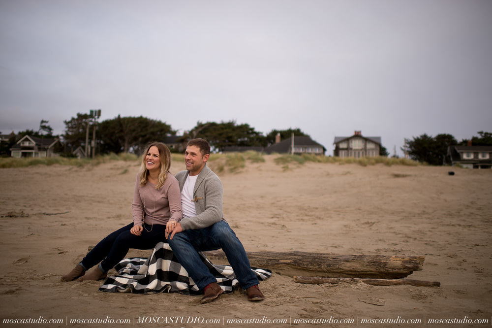 00324-MoscaStudio-Oregon-Coast-Engagement-Session-20160625-SOCIALMEDIA.jpg