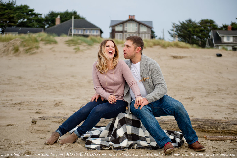 00310-MoscaStudio-Oregon-Coast-Engagement-Session-20160625-SOCIALMEDIA.jpg