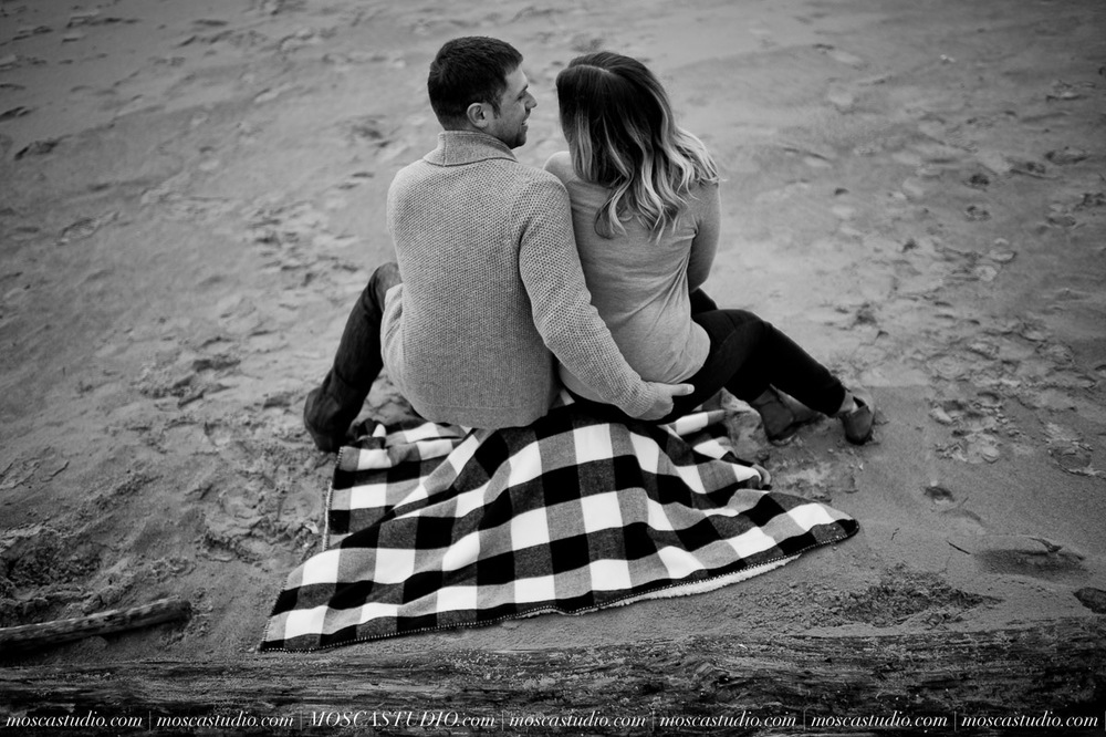 00327-MoscaStudio-Oregon-Coast-Engagement-Session-20160625-SOCIALMEDIA.jpg