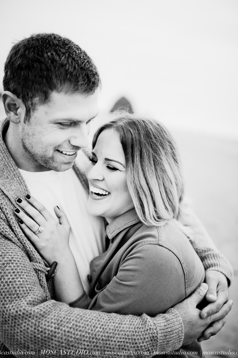 00338-MoscaStudio-Oregon-Coast-Engagement-Session-20160625-SOCIALMEDIA.jpg