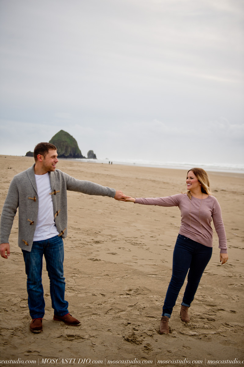 00329-MoscaStudio-Oregon-Coast-Engagement-Session-20160625-SOCIALMEDIA.jpg