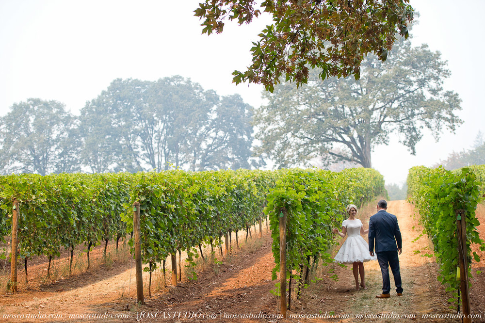 August 22 | Dundee Oregon wedding    Tiffany & David Bridal Boudoir  with Alice : Private residence Rehearsal: Stoller Vineyards Getting ready: Redridge Farms Ceremony: Redridge Farms Reception: Redridge Farms   Photography by Alice & Josh of MoscaStudio