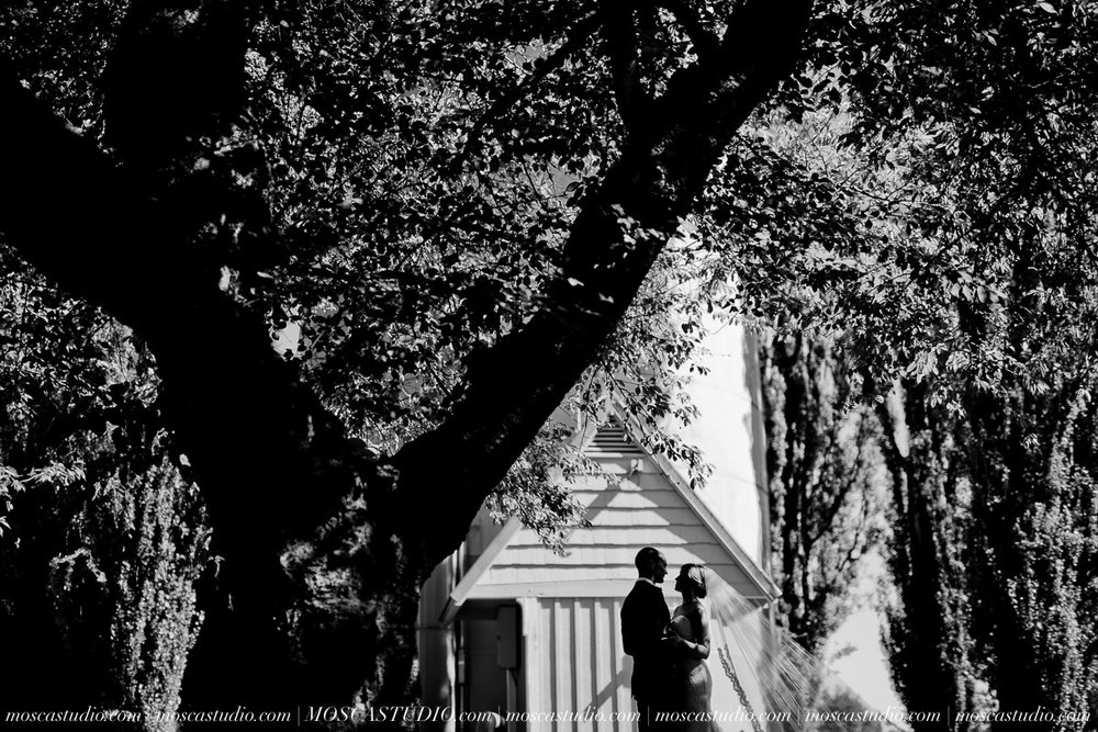 00721-MoscaStudio-Claire-Thomas-Portland-Wedding-20160730-SOCIALMEDIA.jpg