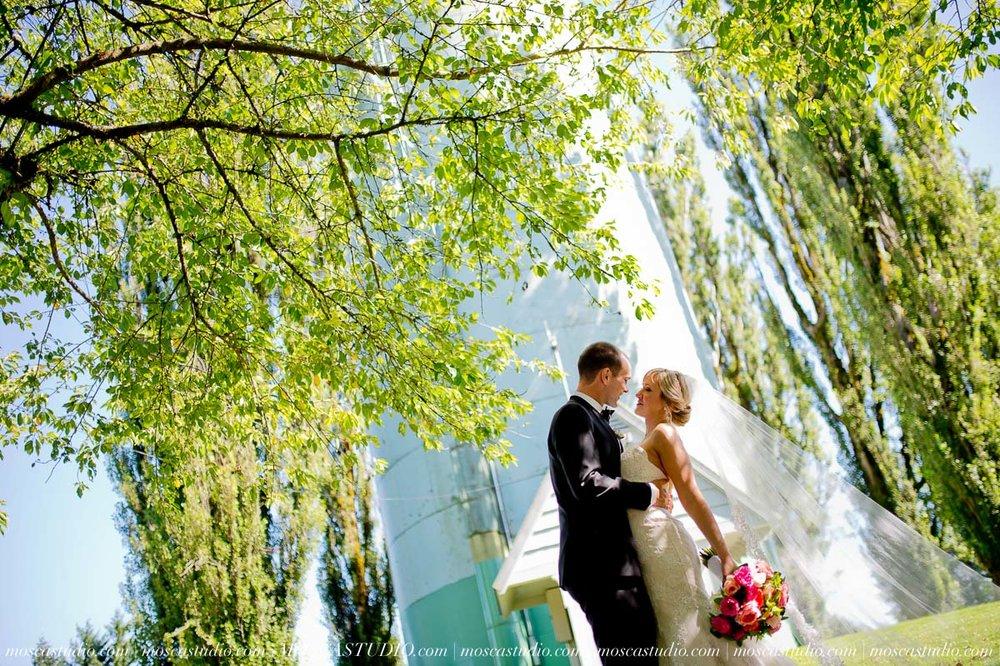 00732-MoscaStudio-Claire-Thomas-Portland-Wedding-20160730-SOCIALMEDIA.jpg