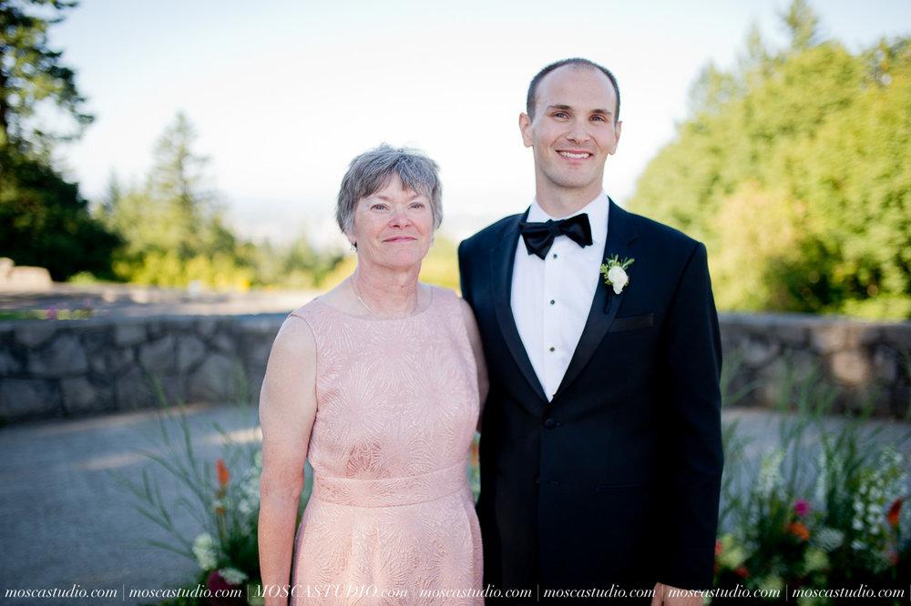 01212-MoscaStudio-Claire-Thomas-Portland-Wedding-20160730-SOCIALMEDIA.jpg