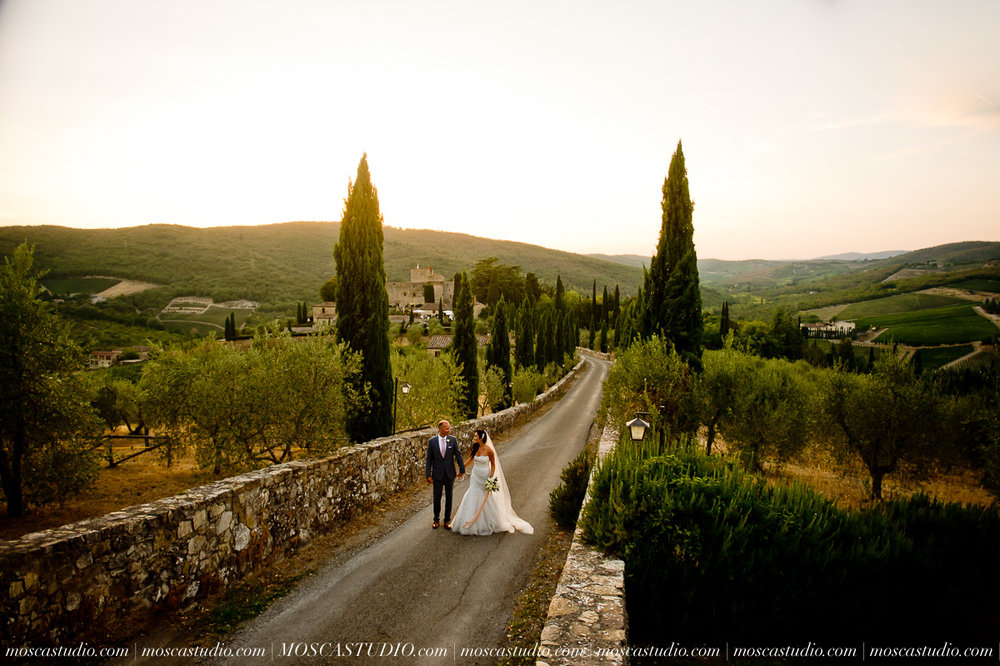 August 26 | Castello Di Meleto, Tuscany, Italy    Mayling & Matthew Rehearsal party: Castello Di Meleto Wedding day: Castello Di Meleto Post wedding pool party: Castello Di Meleto   Photography by Alice of MoscaStudio