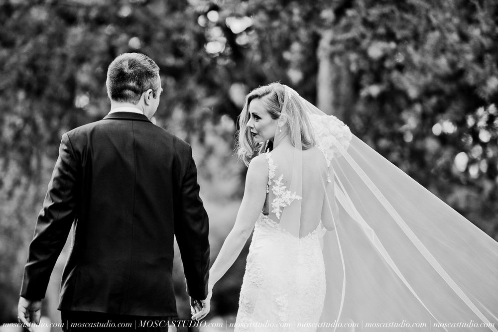 01548-moscastudio-kellyryan-sunriver-resort-wedding-20160917-SOCIALMEDIA.jpg