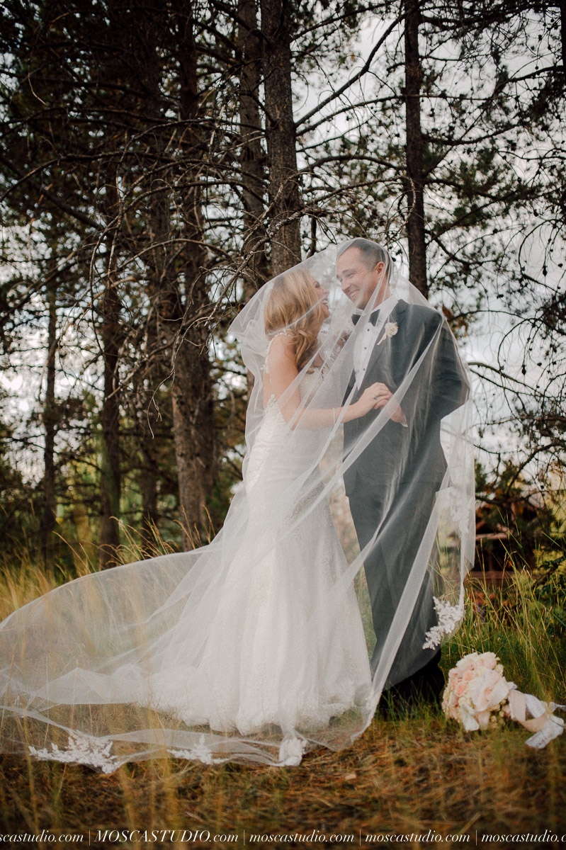 01608-moscastudio-kellyryan-sunriver-resort-wedding-20160917-SOCIALMEDIA.jpg