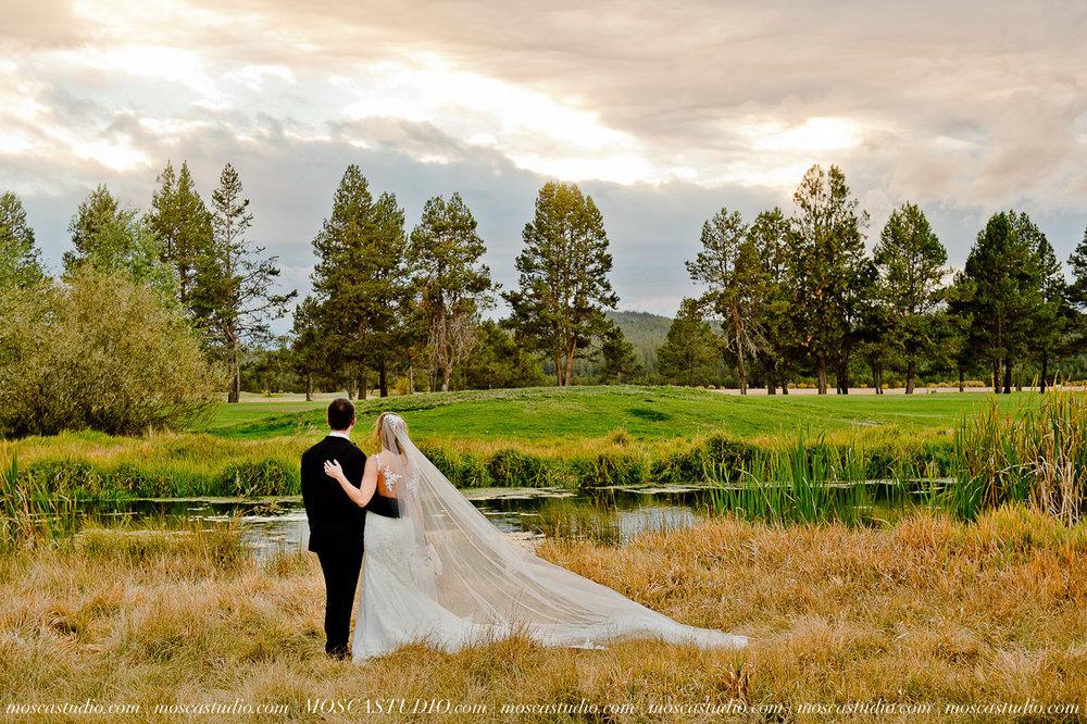 01665-moscastudio-kellyryan-sunriver-resort-wedding-20160917-SOCIALMEDIA.jpg
