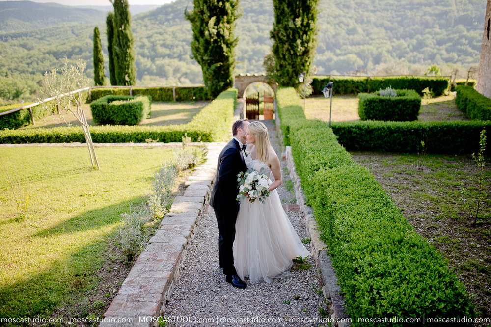 May 12 | Castello Di Meleto, Tuscany, Italy    Tessa & Rolf Rehearsal party: Castello Di Meleto Wedding day: Castello Di Meleto   Photography by Alice of MoscaStudio Second photographer: Adonis for MoscaStudio