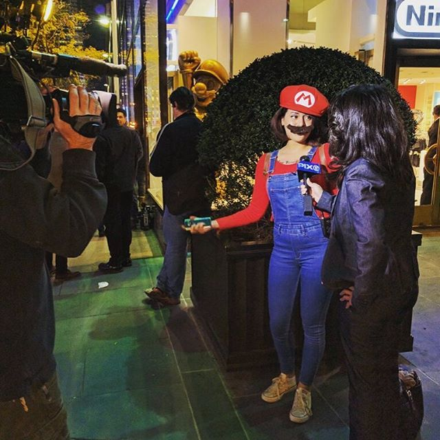 Live at the 80s themed party with @nintendo and @feliciavagabond #nesmini #jealous