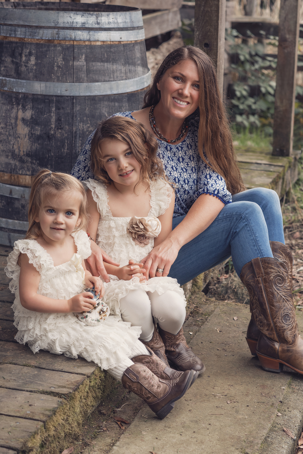 Girls-Country-Cowgirls-Boots-Coyboy-Beauty-Natural-Family-Daughters-Sisters-Redway-Barn-Rustic-Vintage-