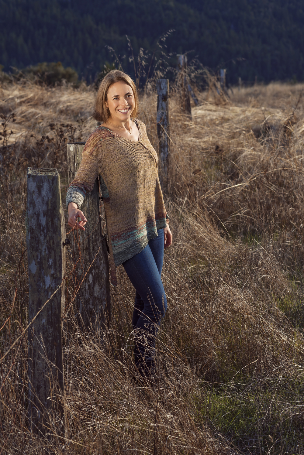 Model-Fence-Country-Field-Golden-Redway-California-Grass-Smiles-Happy-Love-Radiant