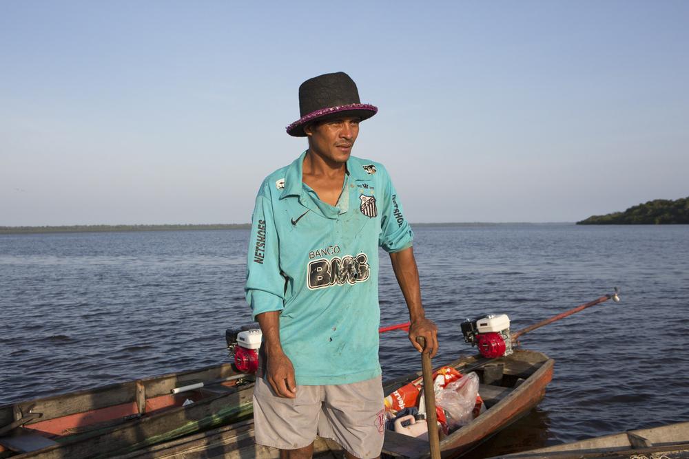 Mamirauá, AM, 27 de outubro de 2015 - Pescadores da Reserva do Amanã (AM) trabalham em outubro, época em que a pesca do pirarucu é autorizada por no máximo 20 dias. (©Greenpeace/Otávio Almeida)