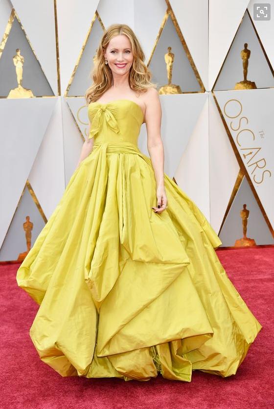 Leslie Mann Zac Posen Oscars 17.png