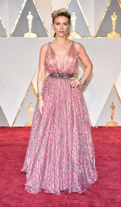 Scar Jo Azzedine ALaia Oscars17.png