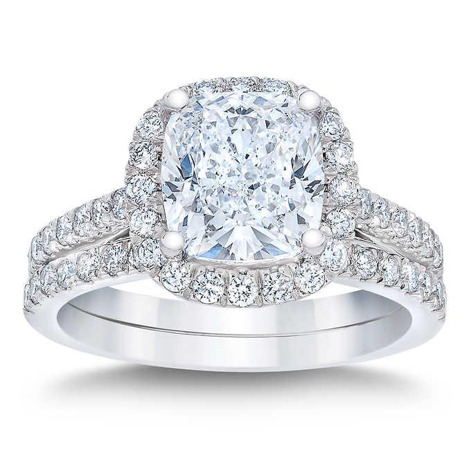 cushion diamond ring and band set.jpg