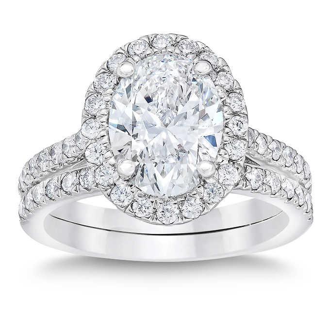 oval diamond ring and band set.jpg