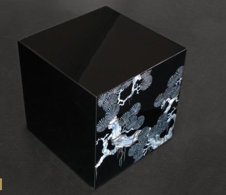 Cubo negro y azul.jpg