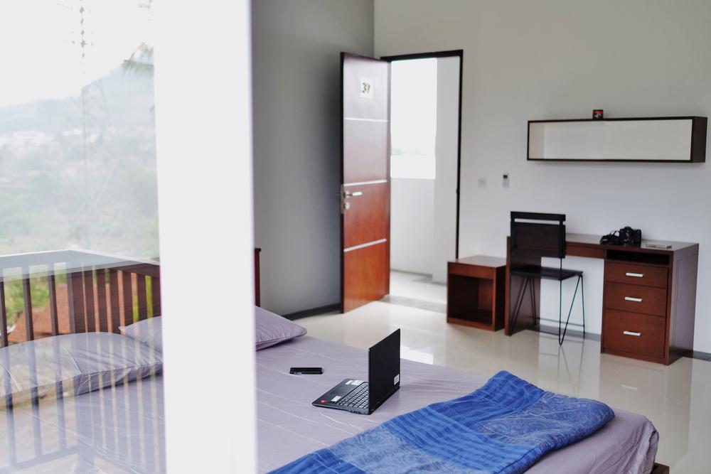 4 x 5 standard room