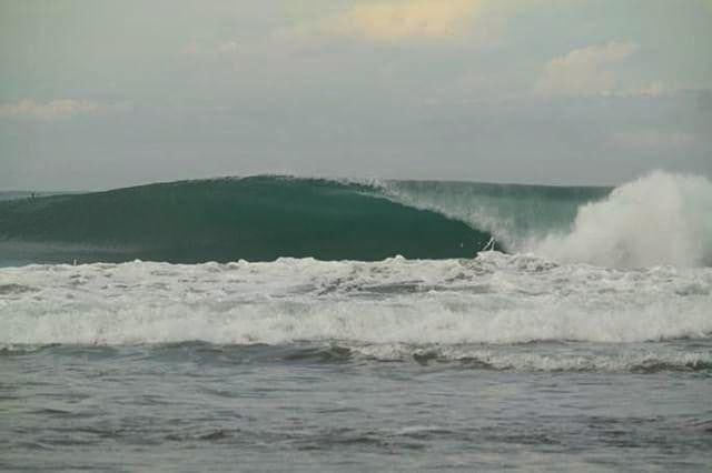 enjoy sumatran wave as your March madness list.. . . #cabanasurfandstay #krui #beach #mandiribeach #waves #summer #surf #trip #enjoy