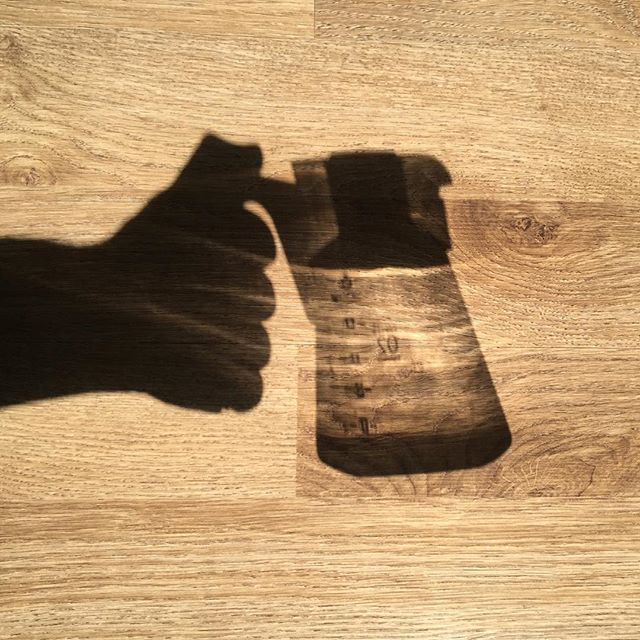 It's the weekend! 🌞 Enjoy the sunshine and good coffee! ☕️ #caffeinatedexplorations #cafereview #coffee #hario #hariov60 #v60 #sun #sunshine #shadow #shadowplay #weekend #seoul #서울 #커피 #커피스타그램 #하리오 #하리오v60 #コーヒー #ハリオ #ハリオv60 #ソウル