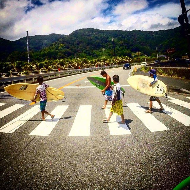 Surfing X crossing . Little kids giant Boards. . サーフィン #宮崎 #宮崎サーフィン #宮崎サーフ #japan #japansurf #japancool #sea #sk8 #surf #surfer #japansunrise#oceans #openwater#optoutside #outdoorpassion #travelphotography #bmx #japansunset #yoga #wanderlust #grom #oceans #openwater #optoutside #mynikonstory