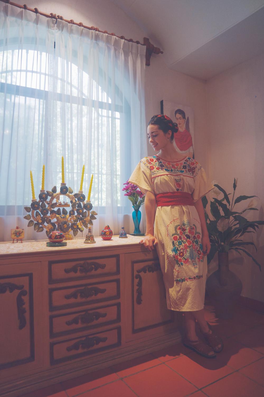 Vestido regional que compré en Oaxaca. Retrato de Frida Kahlo pintado por mi abuelo.