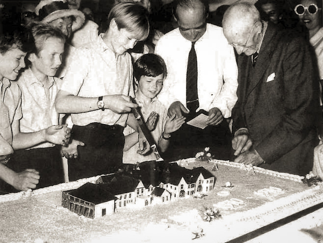 Centenary Celebrations - the 'Cothill Cake' (1970)