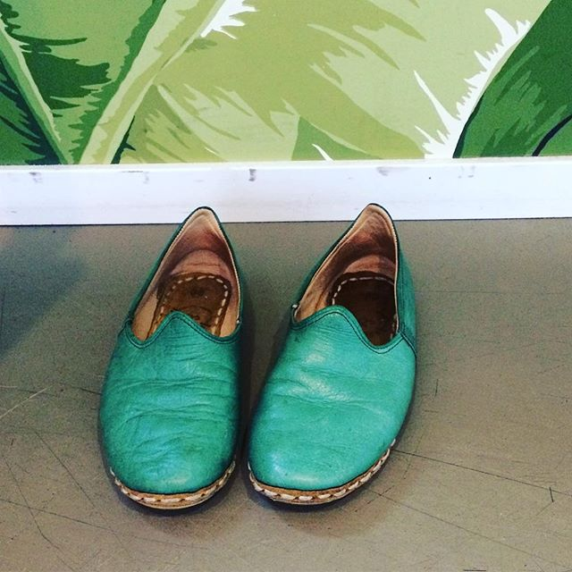 Its friday 🎉, the sun is out (🎉), and I am dreaming of spring and putting on my favorite handmade shoes again: Nalu's! . Happy weekend everybody ☀️✌️