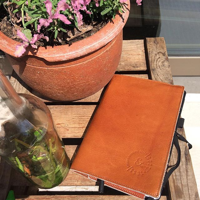 Sunday: favorite day of the week to reflect and take time to write. Ideas, creations and plans. Using a Moleskine (our favorite notebook) and our handmade leather cover to protect it. Keep the cover for a lifetime and change the notebooks when they are full. Sustainable ánd beautiful. . Handmade with eye for detail and by local crafts women. . For sale online. Link in bio!