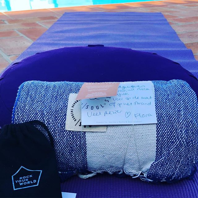 Our handwoven throws as the perfect retreat accessory: comfy for a savasanah and great for the beach!! . . . . #handmade #handwoven #yoga #retreat #relaxandrecharge #yogablanket #beachthrow #portugal #surf #handmade #fairfashion