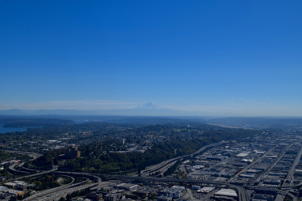 Seattle, Mount Rainier in the distance
