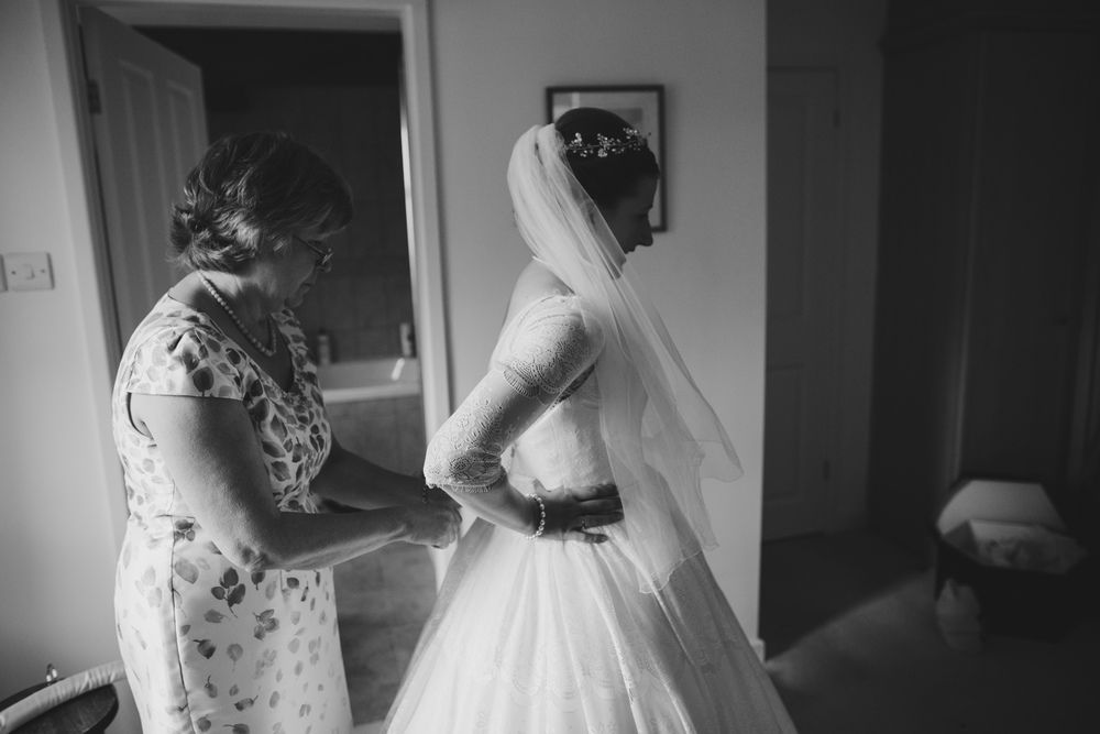 creative-informal-wedding-photographer-uk-camera-hannah-2.jpg