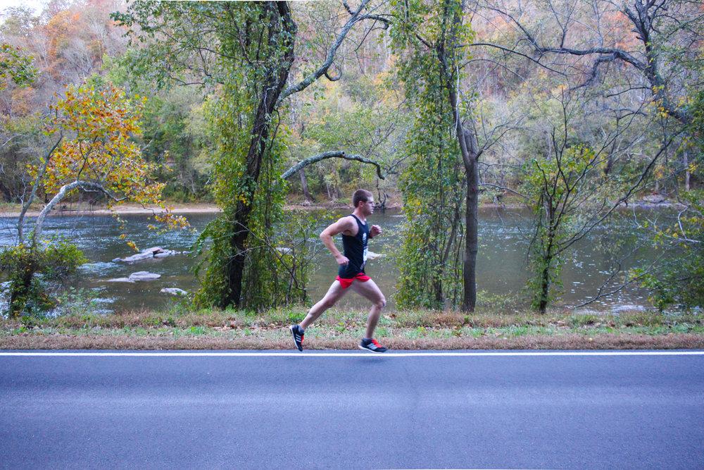 Brent Schouler running solo mid-race.