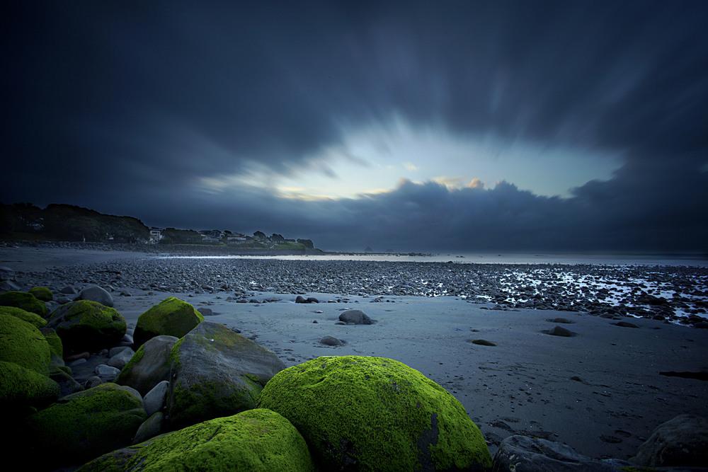 Taranaki_Beach.jpg