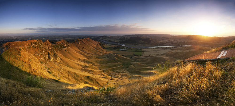 Te Mata Peak sunrise.jpg