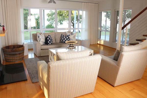 Lakehouse_Livingroom.jpg