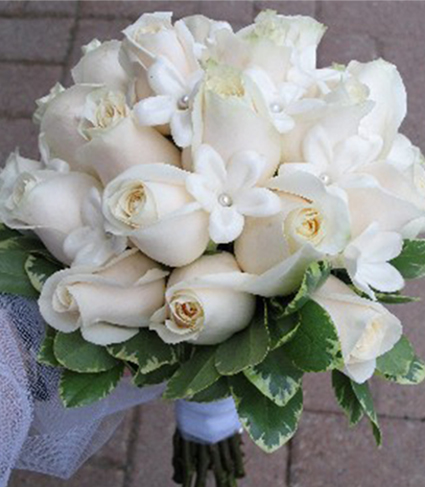 6. Bridal bouquet - ivory roses & stephanotis
