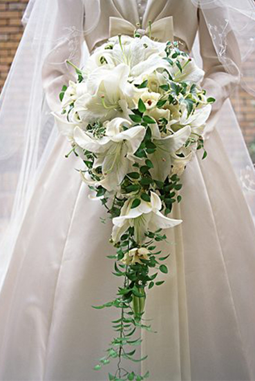 7. Brides's trailing bouquet white lilies
