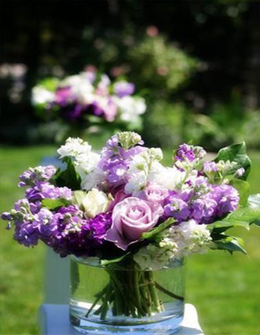 7. Garden wedding flowers in white and purple