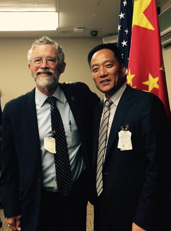 Wang Hanguang meets with Dr. John Holdren, assistant to the President Barack Obama  and Director of the Office of Science and Technology in Washington DC on June 22, 2015
