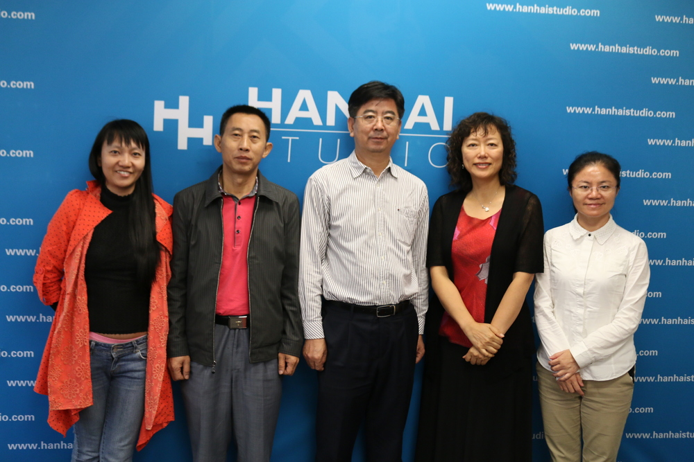 Yanjun Wu (middle), the mayor of Sanya City at Hanhai Studio