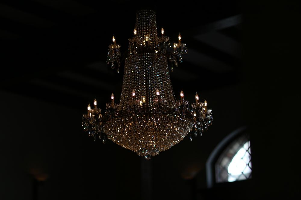 Hotel Normandie: Lobby Chandelier