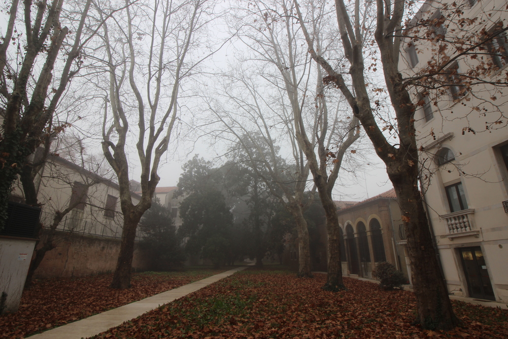 Courtyard beside the scuola