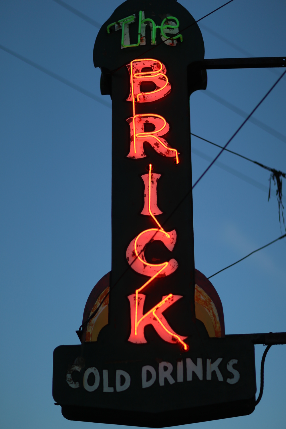 The Brick, Roslyn neon sign