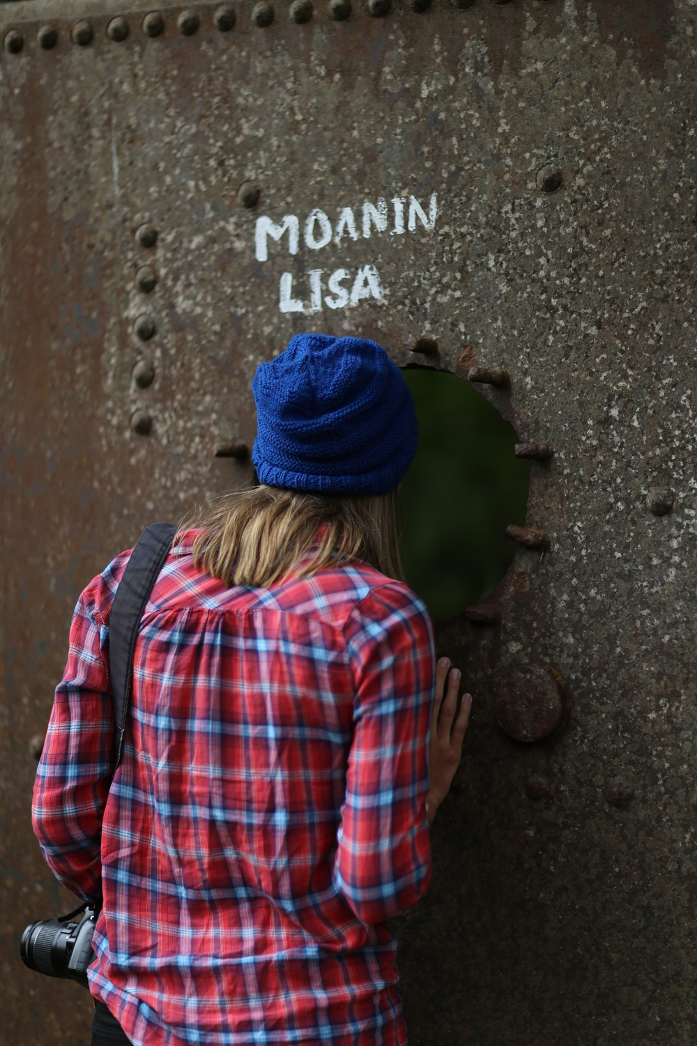 "Mimi McFadden checks out the ""Moanin' Lisa"" art piece, which is a bit riské"