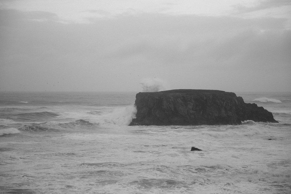 Huge waves crash into Table Rock